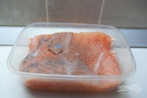 Красная рыба соленая - фото шаг 3