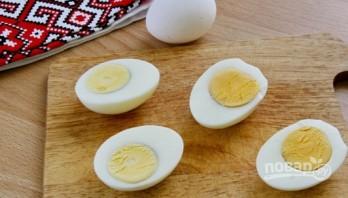 Яйца, фаршированные крабовыми палочками и огурцом - фото шаг 2