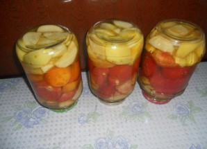 Салат из помидоров на зиму без стерилизации - фото шаг 6