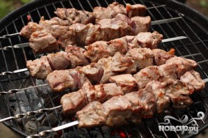 Шашлык из свинины с помидорами - фото шаг 5