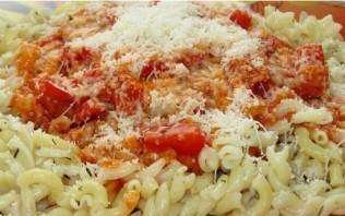 Паста с томатным соусом и сыром - фото шаг 3