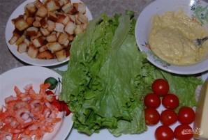 Салат с креветками и помидором - фото шаг 9