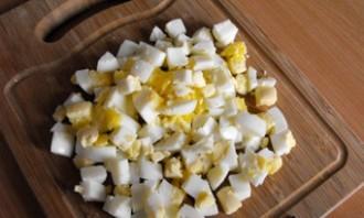 Простой салат с сыром - фото шаг 2