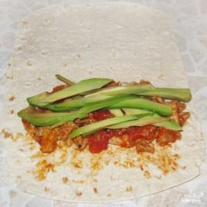 Буррито с мясом и авокадо - фото шаг 4