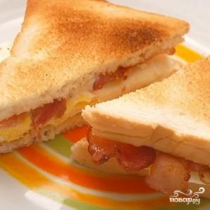 Сэндвич с беконом и яйцом  - фото шаг 4