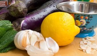 Салат из запеченных баклажанов - фото шаг 1