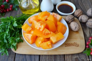 Салат из помидоров и грецких орехов - фото шаг 3