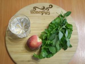 Зеленый коктейль с персиком - фото шаг 1