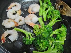 Паста с креветками и брокколи - фото шаг 2