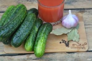 Огурчики в томатном соке - фото шаг 1