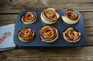 Розы из яблок к чаю - фото шаг 9