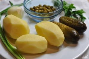 Салат картофельный с маринованными огурцами - фото шаг 1