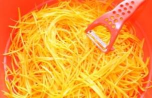 Салат из огурцов и морковки на зиму - фото шаг 3