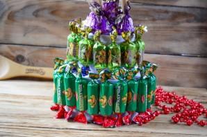 """Новогодний торт из конфет """"Сюрприз"""" - фото шаг 4"""