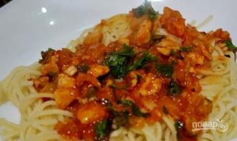 Паста с курицей в томатном соусе - фото шаг 6