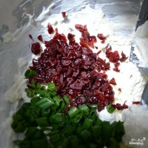 Намазка из сушеной клюквы и зеленого лука - фото шаг 4
