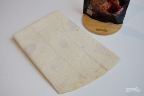 Жареный лаваш с колбасой и сыром  - фото шаг 1