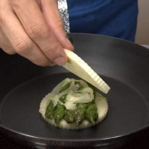 Сыр со спаржей и яйцами перепела - фото шаг 2