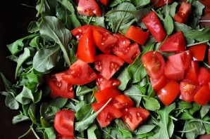 Салат с рукколой и помидорами - фото шаг 2