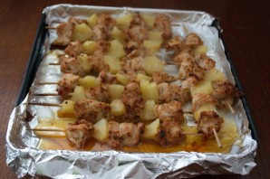 Индейка с ананасами на шпажках - фото шаг 9