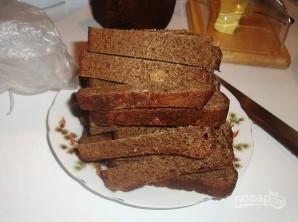 Гренки из черного хлеба с сыром - фото шаг 1