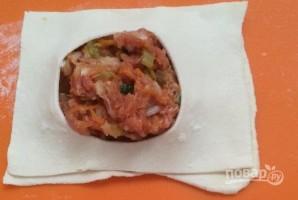 Слоеные пирожки с фаршем и овощами - фото шаг 9