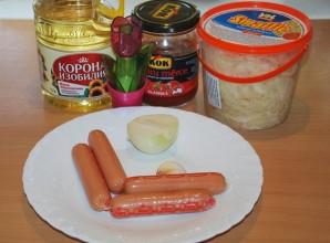 Тушеная капуста с сосиской в мультиварке - фото шаг 1