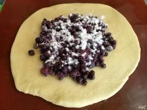 Пироги с черникой из дрожжевого теста - фото шаг 4