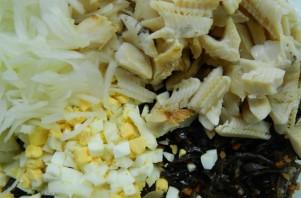 Салат с отварной рыбой - фото шаг 4
