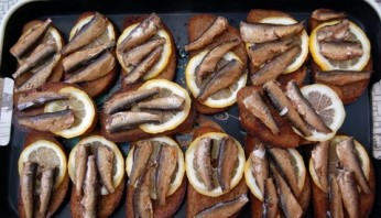 Бутерброды со шпротами и лимоном - фото шаг 4