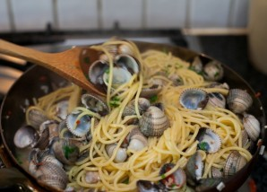 Спагетти с морскими мидиями - фото шаг 7