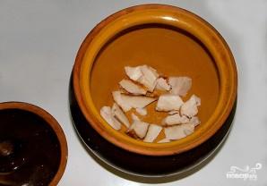 Картофель, запеченный с салом в горшочках - фото шаг 1