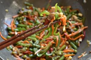 Стир-фрай из вешенок с морковью и овощами - фото шаг 11