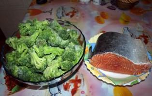Семга с брокколи в духовке - фото шаг 1