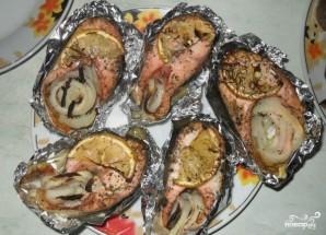 Рыба в фольге на сковороде - фото шаг 4