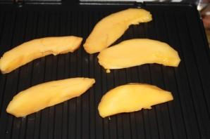 Имбирный лосось с манго-гриль и брусничным соусом - фото шаг 3