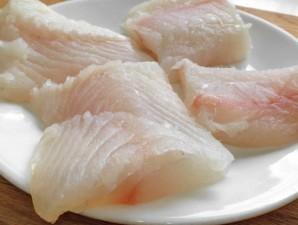 Рыба, запеченная под соусом - фото шаг 1