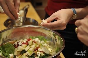Салат с грушей и сыром - фото шаг 9