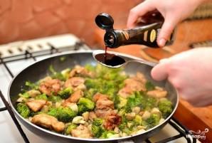 Курица с брокколи и грибами - фото шаг 11
