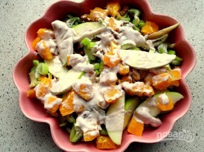 Рецепт салата из сельдерея и яблок - фото шаг 5