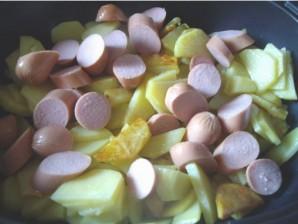 Запеченный картофель с сосисками - фото шаг 2