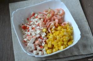 Салат с креветками и крабовыми палочками - фото шаг 3