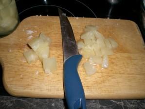 Салат с ананасом и чесноком - фото шаг 3