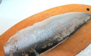 Быстрая засолка сельди в домашних условиях - фото шаг 3