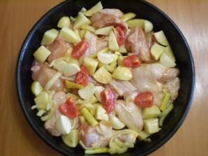 Курица с картошкой и овощами в духовке - фото шаг 5