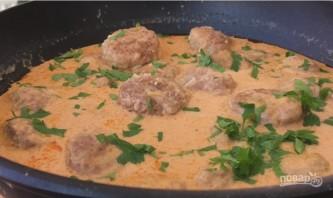 Очень нежные тефтели в томатно-сметанном соусе - фото шаг 9