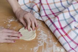 Воздушные пирожки в духовке - фото шаг 8