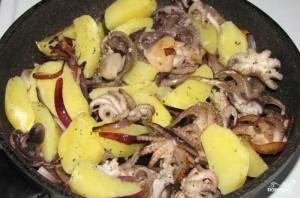 Салат из осьминога с картофелем - фото шаг 3