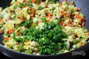 Рис с овощами и яйцом - фото шаг 5