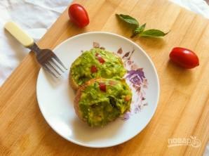 Тосты с авокадо и помидором - фото шаг 4